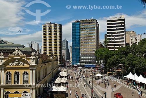 Assunto: Vista do Largo Glênio Peres - No lado esquerdo o Mercado Público Central e à direita Praça XV de Novembro / Local: Porto Alegre - Rio Grande do Sul (RS) - Brasil / Data: 11/2011