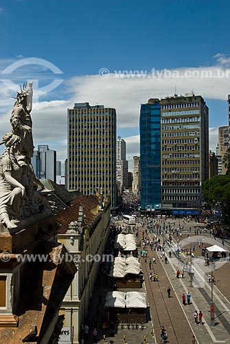 Assunto: Vista do Largo Glênio Peres - No lado esquerdo Estátuas do Frontão da Prefeitura e o Mercado Público Central / Local: Porto Alegre - Rio Grande do Sul (RS) - Brasil / Data: 11/2011
