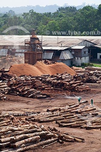 Assunto: Pátio com toras de madeira certificada da empresa Precious Woods Amazon  / Local: Itacoatiara - Amazonas (AM) - Brasil / Data: 10/2011