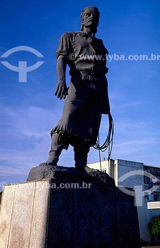 Assunto: Estátua do Laçador - Teve como modelo o folclorista Paixão Côrtes / Local: Porto Alegre - Rio Grande do Sul (RS) - Brasil / Data: 06/2006