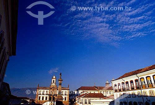 Assunto: Monumento à Tiradentes com Museu da Inconfidência - antiga Casa de Câmara e Cadeia ao fundo / Local: Ouro Preto - Minas Gerais (MG) - Brasil / Data: 04/2008