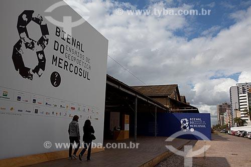 Assunto: Fachada da 8ª Bienal do Mercosul: Ensaios da Geopoética, na Zona Portuária da cidade de Porto Alegre / Local: Porto Alegre - Rio Grande do Sul (RS) - Brasil  / Data: 09/2011