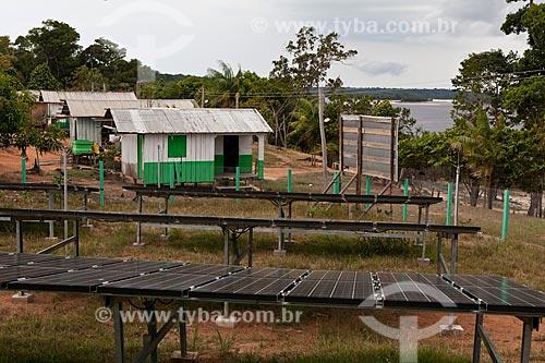 Assunto: Mini Usina Fotovoltaica da comunidade ribeirinha de Sobrado - Projeto Luz Para Todos  / Local: Novo Airão - Amazonas (AM) - Brasil  / Data: 10/2011