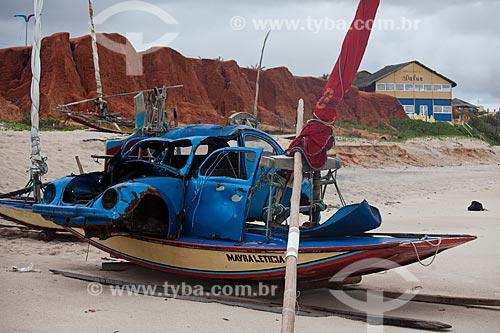 Assunto: Sucata de Fusca em cima de jangada na praia de Canoa Quebrada  / Local: Aracati - Ceará (CE) - Brasil / Data: 11/2011