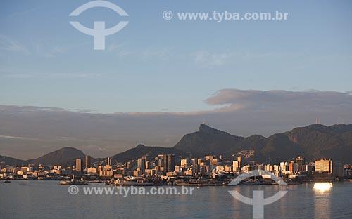 Assunto: Vista da Ilha das Cobras a partir da Ponte Rio-Niterói ao amanhecer / Local: Rio de Janeiro (RJ) - Brasil  / Data: 10/2011