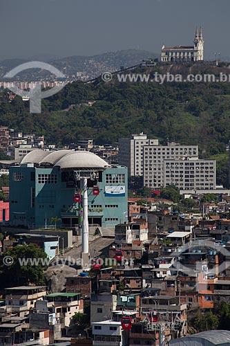Assunto: Vista do Complexo do Alemão com Igreja da Penha ao fundo / Local: Rio de Janeiro (RJ) - Brasil / Data: 02/2012