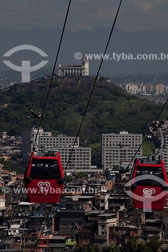Assunto: Bondes do teleférico do Complexo do Alemão com Igreja da Penha ao fundo / Local: Rio de Janeiro (RJ) - Brasil / Data: 02/2012