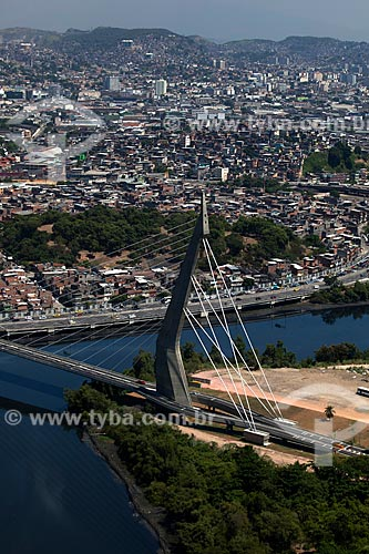 Assunto: Vista aérea da Ponte do Saber com Complexo de Favelas da Maré ao fundo / Local: Rio de Janeiro (RJ) - Brasil / Data: 03/2012