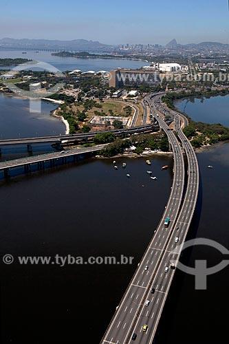 Assunto: Vista aérea da Linha Vermelha com Hospital do Fundão na Cidade Universitária ao fundo  / Local: Rio de Janeiro (RJ) - Brasil / Data: 03/2012