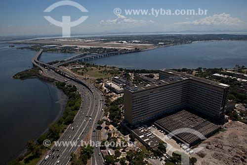 Assunto: Vista aérea da Linha Vermelha com Hospital do Fundão na Cidade Universitária  / Local: Rio de Janeiro (RJ) - Brasil / Data: 03/2012