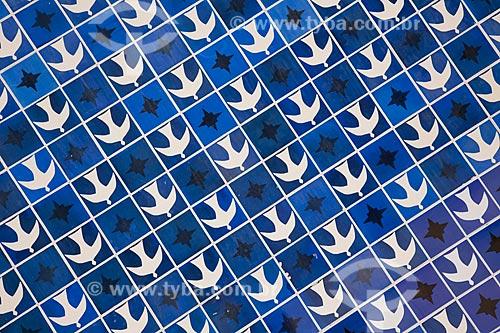 Assunto: Painel de azulejos do lado externo da Igreja Nossa Senhora de Fátima (1958), também conhecida como a Igrejinha da 307/308 Sul / Local: Brasília - Distrito Federal (DF) - Brasil / Data: 11/2011