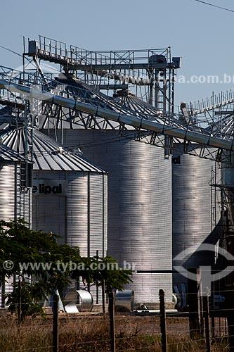 Assunto: Silos da Elipal às margens da Rodovia RS-101 / Local: Palmares do Sul - Rio Grande do Sul (RS) - Brasil / Data: 02/2012