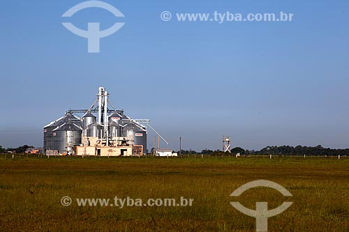 Assunto: Silos da Horbach às margens da Rodovia RS-101 / Local: Palmares do Sul - Rio Grande do Sul (RS) - Brasil / Data: 02/2012