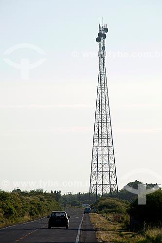 Assunto: Antena de telecomunicação às margens da Rodovia RS-101 / Local: Mostardas - Rio Grande do Sul (RS) - Brasil / Data: 02/2012