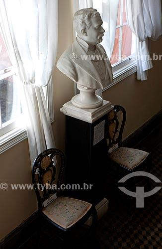 Assunto: Busto de Aníbal Antunes Maciel no Museu da Baronesa - Solar da Baronesa  (1863) -  Abrigou a família de Aníbal e Amélia Hartley Antunes Maciel / Local: Pelotas - Rio Grande do Sul (RS) - Brasil / Data: 02/2012