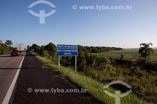 Assunto: Placa na divisa dos municípios São Lourenço do Sul e Cristal - Rodovia BR-116 altura do KM 447  / Local: Rio Grande do Sul (RS) - Brasil / Data: 02/2012