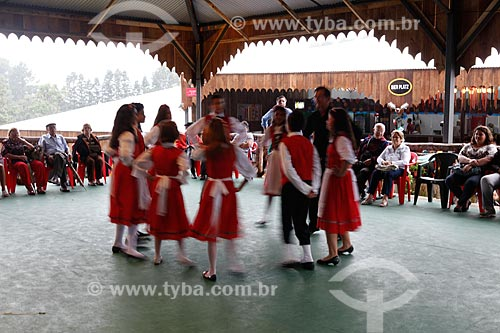 Assunto: Dança folclórica alemã na Feira da Colônia - Dança Immer Lustig (sempre alegres) / Local: Gramado - Rio Grande do Sul (RS) - Brasil / Data: 02/2012
