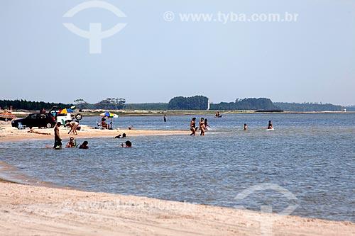 Assunto: Turistas na Lagoa dos Patos / Local: Tavares - Rio Grande do Sul (RS) - Brasil / Data: 02/2012