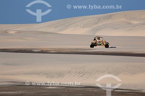 Assunto: Turista dirigindo bugre nas dunas do Parque Nacional da Lagoa do Peixe / Local: Tavares - Rio Grande do Sul (RS) - Brasil / Data: 02/2012