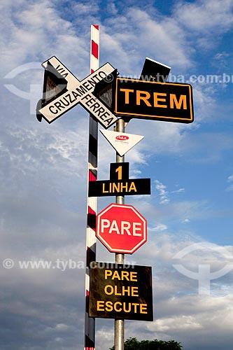 Assunto: Placas de sinalização ferroviária / Local: Pelotas - Rio Grande do Sul (RS) - Brasil / Data: 02/2012