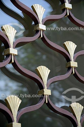Assunto: Detalhe do portão de ferro do Edifício Biarritz - Edifício residencial em estilo Art Déco / Local: Flamengo - Rio de Janeiro (RJ) - Brasil / Data: 01/2012