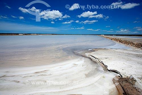 Assunto: Tanque de cristalização da água do mar - última etapa antes da secagem total da água e posterior processamento do sal / Local: Mossoró - Rio Grande do Norte (RN) - Brasil / Data: 03/2012
