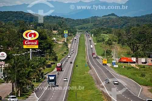 Assunto: Rodovia Regis Bittencourt na altura de Jacupiranga - Do lado esquerdo Totem do Posto Graal / Local: Jacupiranga - São Paulo (SP) - Brasil  / Data: 02/2012