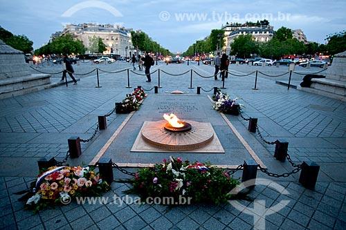 Assunto: Túmulo do Soldado Desconhecido no Arco do Triunfo / Local: Paris - França - Europa / Data: 06/2012