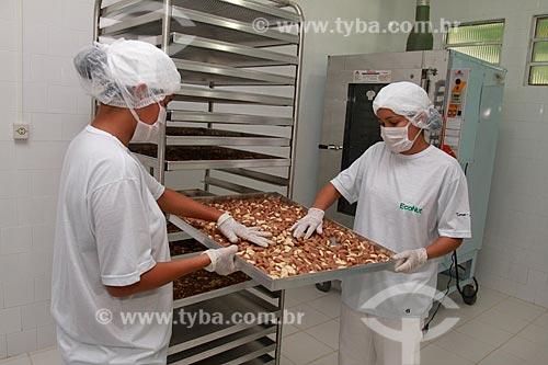 Assunto: Processo de beneficiamento de castanha - Na fazenda Aruanã / Local: Itacoatiara - Amazonas (AM) - Brasil / Data: 06/2012