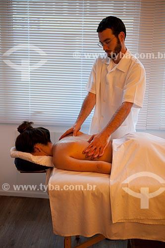 Assunto: Terapia Ayurvédica  -  Abhyanga  (Massagem com óleo )  / Local: Rio de Janeiro  -  Rio de Janeiro  (RJ)  -  Brasil / Data: 05/2012
