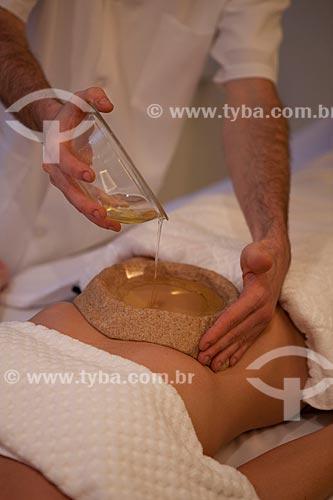 Assunto: Terapia Ayurvédica  -  Basti externo  (Udara Basti )  / Local: Rio de Janeiro  -  Rio de Janeiro  ( RJ )   -  Brasil / Data: 05/2012