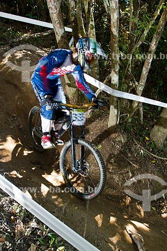 Atleta de downhill - Etapa da Copa Santa Catarina de Mountain Bike 2012 no Parque Unipraias - Evento válido para o calendário da UCI Mountain Bike - União Internacional de Ciclismo  - Balneário Camboriú - Santa Catarina - Brasil