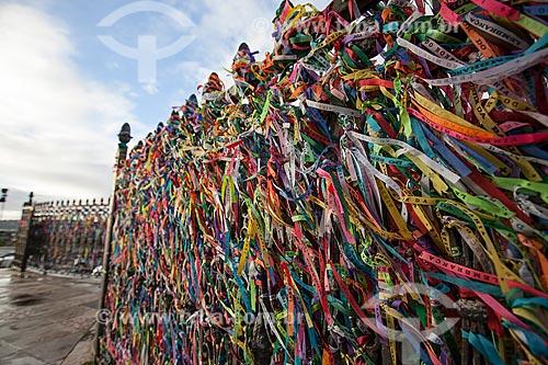 Assunto: Fitinhas de lembrança em frente a Igreja do Nosso Senhor do Bonfim / Local: Salvador - Bahia (BA) - Brasil / Data: 07/2012