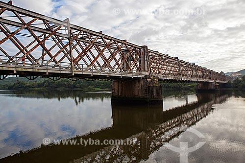 Assunto: Ponte ferroviária Dom Pedro II (1885) sobre o Rio Paraguaçu ligando as cidades de Cachoeira e São Félix / Local: Cachoeira - Bahia (BA) - Brasil / Data: 07/2012