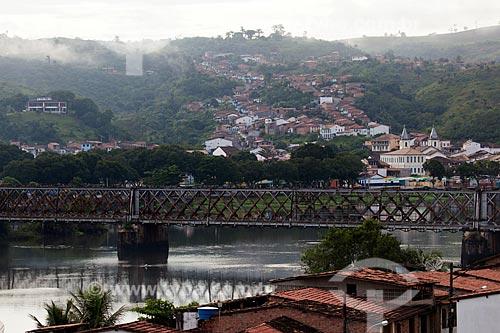 Assunto: Ponte ferroviária Dom Pedro II (1885) sobre o Rio Paraguaçu com a cidade de Cachoeira ao fundo / Local: Cachoeira - Bahia (BA) - Brasil / Data: 07/2012