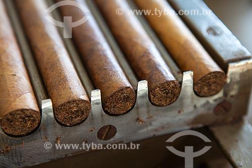 Assunto: Detalhe de charutos em fase de produção - Don Francisco Charutos - Tabaco mata fina / Local: Fazenda Campo Verde - Cruz das Almas - Bahia (BA) - Brasil / Data: 07/2012