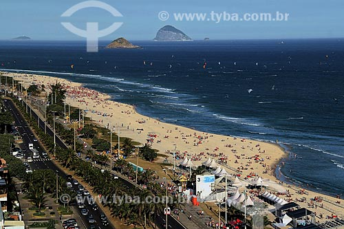 Assunto: Praia da Barra da Tijuca com Ilhas Cagarras ao fundo e Avenida Sernambetiba  / Local: Rio de Janeiro - Rio de Janeiro (RJ) - Brasil / Data: 08/2012