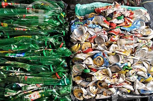 Assunto: Garrafas e latas prensadas para reciclagem / Local: Rio de Janeiro - Rio de Janeiro (RJ) - Brasil / Data: 06/2012