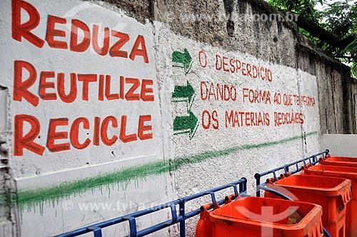 Assunto: Pintura em muro para a conscientização das pessoas referente a coleta seletiva de lixo / Local: Rio de Janeiro - Rio de Janeiro (RJ) - Brasil / Data: 06/2012