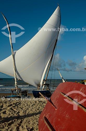Assunto: Jangada atracada no litoral potiguar / Local: Touros - Rio Grande do Norte (RN) - Brasil / Data: 04/2012