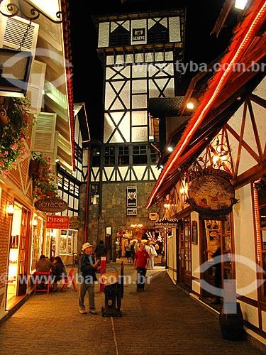 Assunto: Lojas na Vila Capivari com iluminação noturna / Local: Vila Capivari - Campos do Jordão - São Paulo (SP) - Brasil / Data: 09/2012
