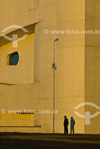Detalhe do edifício da Fundação Iberê Camargo (2008) - O arquiteto Álvaro Siza Vieira foi Premiado com o Leão de Ouro na Bienal de Veneza de 2002 por seu projeto para a Fundação Iberê Camargo  - Porto Alegre - Rio Grande do Sul - Brasil