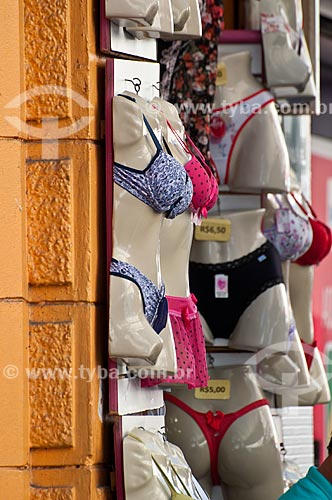 Assunto: Comércio popular de moda íntima na Avenida Voluntários da Pátria / Local: Porto Alegre - Rio Grande do Sul (RS) - Brasil / Data: 07/2012
