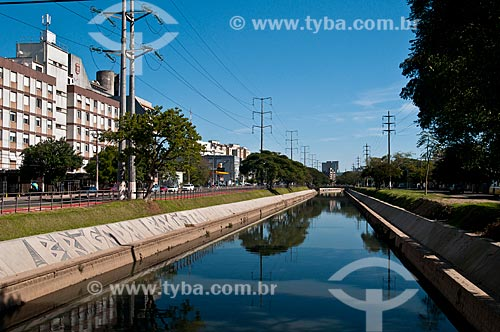 Assunto: Arroio Dilúvio entre as pistas da Avenida Ipiranga e do  bairro Partenon / Local: Porto Alegre - Rio Grande do Sul (RS) - Brasil / Data: 07/2012