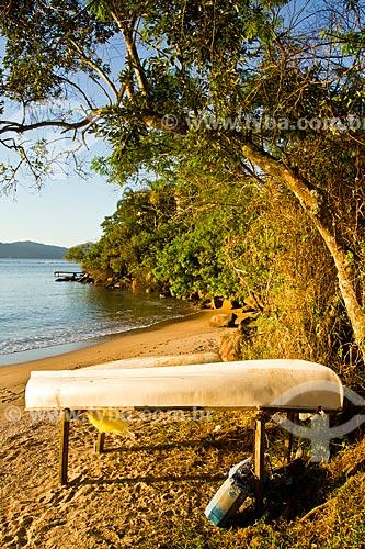 Assunto: Barcos sobre a areia na Praia da Barra do Sambaqui / Local: Florianópolis - Santa Catarina (SC) - Brasil / Data: 09/2012