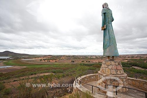 Assunto: Estátua de Antônio Vicente Mendes Maciel - Conhecido como Antônio Conselheiro líder da Guerra de Canudos / Local: Canudos - Bahia (BA) - Brasil / Data: 06/2012