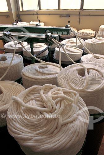 Assunto: Fibras de algodão - Matéria prima para a preparação dos fios que formarão os tecidos - SENAI/CETIQT / Local: Riachuelo - Rio de Janeiro (RJ) - Brasil / Data: 2006