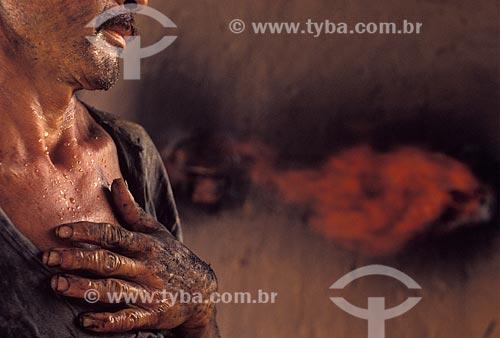 Assunto: Trabalhador rural da produção de carvão vegetal / Local: Amazonas (AM) - Brasil / Data: 04/2007