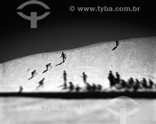 Assunto: Pessoas em dunas do Jardim de Alah - dunas produzidas durante o processo de dragagem do canal / Local: Leblon - Rio de Janeiro (RJ) - Brasil / Data: 09/2012