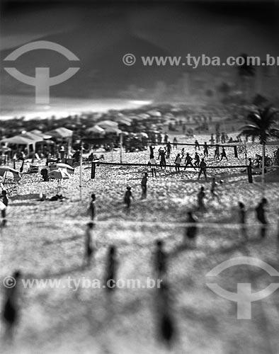 Assunto: Pessoas jogando vôlei na praia / Local: Ipanema - Rio de Janeiro (RJ) - Brasil / Data: 09/2012
